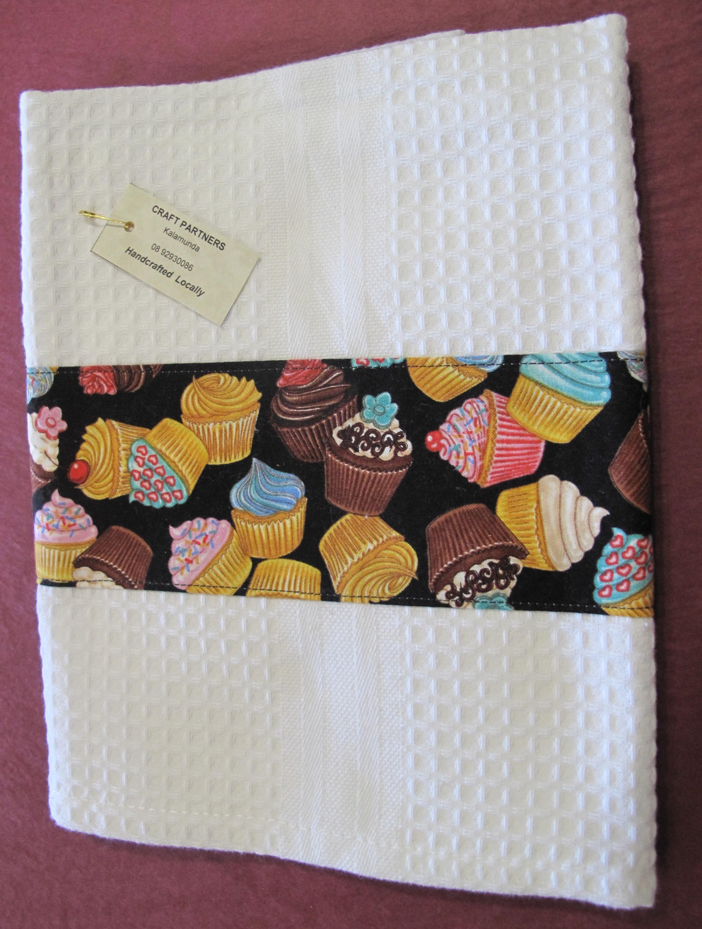 Tea Towel with cupcakes 2